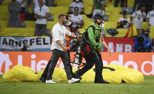 Le pilote de l'ULM qui a atterri sur la pelouse de l'Allianz Arena de Munich a vraiment frôlé le drame.