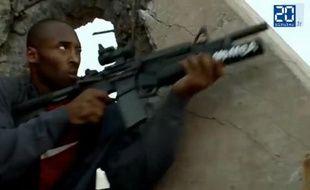 Le joueur de basket américain Kobe Bryant dans une pub humoristique pour le jeu «Call of Duty».