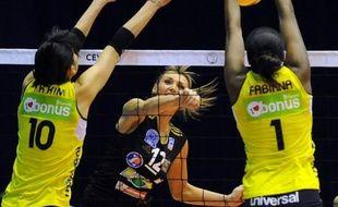 Les volleyeuses de Cannes sont devenues championnes de France pour la quinzième année de suite à l'issue de leur victoire sur leurs traditionnelles dauphines de Mulhouse en finale retour vendredi.