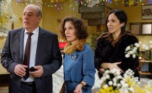 Michel Cordes (Roland) et Sylvie Flepp (Mirta) et Fabienne Carat (Samia) font à peu près la tête que feront certains fans en découvrant le personnage qui va mourir dans «Plus belle la vie».