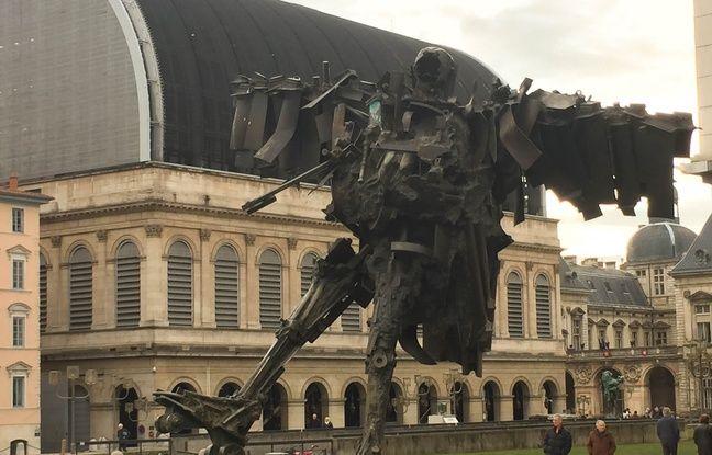 Le patineur à Lyon fait partie des 39 statues qui se racontent en murmures.