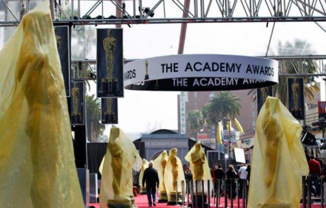 Le tapis rouge installé devant le Kodak Theater, pour la 84e cérémonie des Oscars, qui se tiendra le 26 dévrier 2012.