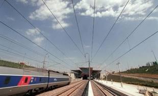 """Le """"groupe de Tarnac"""", présenté comme proche de l'ultra-gauche, est soupçonné d'être à l'origine de sabotages de lignes SNCF en novembre 2008"""