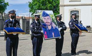 Hommage national au policier Eric Masson tué à Avignon.