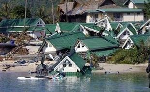 Décembre 2004: un séisme d'une magnitude de 9,1 au large de Sumatra (Indonésie) déclenche un tsunami gigantesque qui fait plus de 220.000 morts dans une dizaine de pays d'ASIE DU SUD-EST.
