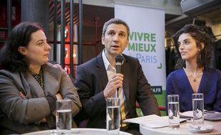 Le 4 décembre 2013. Conférence de presse du candidat Europe Ecologie les  verts aux élections municipales de Paris, Christophe Najdovski, soutenu  par Emmanuelle Cosse, sur la péniche Le Marcounet.