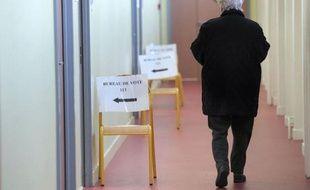 """Climat national délétère, projet """"mal ficelé"""", campagne peu animée: les responsables et commentateurs de tous bords tentaient d'expliquer lundi l'ampleur de l'échec du référendum sur la fusion des institutions régionales de dimanche en Alsace."""