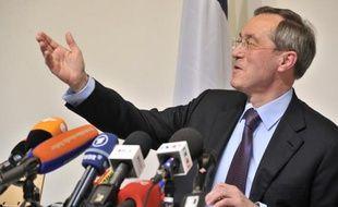 """Le ministre de l'Intérieur sortant Claude Guéant a jugé samedi que la Cohabitation était contraire à """"l'esprit de la Ve République"""", tout en plaidant pour une victoire de la droite aux élections législatives en juin."""