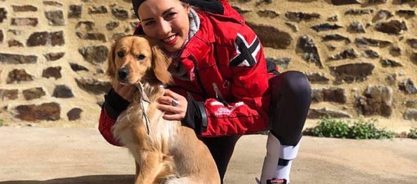 Elsa, 26 ans, et son chien Olaf partent pour un tour du monde en voiture.