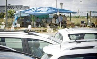 Les chauffeurs attendent deux heures pour charger un client, plus une demi-heure pour entrer dans la zone aux heures de pointe.