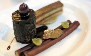 Terrine de lapin, légumes croquants, saupiquet de foie de lapin au xérès (à g.), bœuf au vin de Cornas, macaronis fourrés à l'artichaut, foie gras poêlé (à dr.).