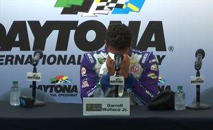 Un pilote de NASCAR craque en plein interview - Le Rewind