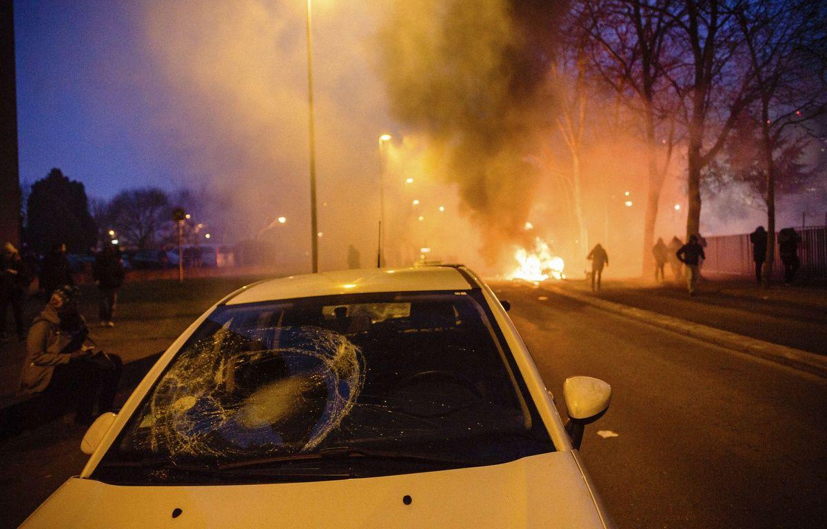 Une manifestation pacifique en soutien à Théo à Bobigny a dégénéré, le 11/02/2017.  – Aurelien Morissard/AP/SIPA