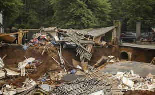Des maisons effondrées dans la commune d'Erftstadt-Blessem près de Cologne en Allemagne, le vendredi 16 juillet 2021.