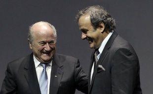 A deux ans de l'élection à la présidence de la Fifa, il règne une drôle d'ambiance, avec critiques et réponses par voie de presse, entre Joseph Blatter, patron du foot mondial dans son dernier mandat, et Michel Platini, président de l'UEFA, que beaucoup voient lui succéder.