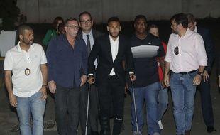 Neymar à la sortie du commissariat de Sao Paulo.