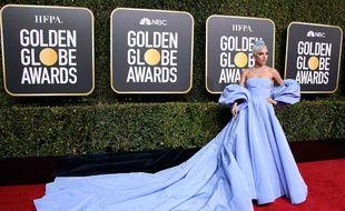 La chanteuse et actrice Lady Gaga aux Golden Globes dans la robe prêtée par Valentino