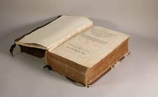 Cet exemplaire de Plutarque ayant appartenu à Montaigne, est estimé à environ 40.000 euros