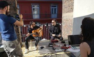 Les Roof Sessions Strasbourg sont nées de l'initiative bénévole de ces deux Strasbourgeois du milieu de la musique.