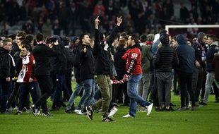 Des supporters du LOSC ont envahbi la pelouse à l'issue du match contre Montpellier