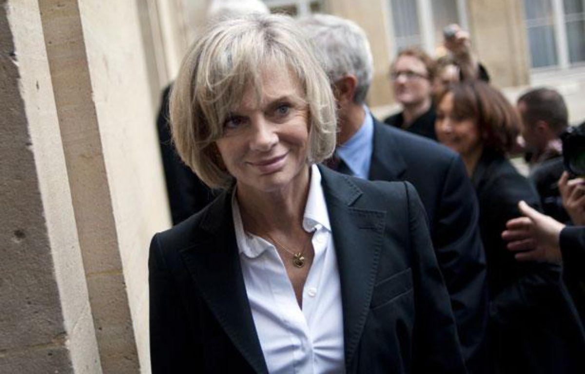 L'ancienne ministre socialiste Elisabeth Guigou arrive à un déjeuner  organisé par le ministre de la ville Maurice Leroy avec ses prédécesseurs pour  fêter les 20 ans de la politique de la ville, le 13 janvier 2011 à Paris. – AFP PHOTO / FRED DUFOUR