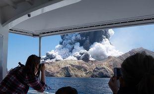 Une éruption s'est produit, le 9 décembre 2019 sur White Island, dans le nord de la Nouvelle-Zélande.