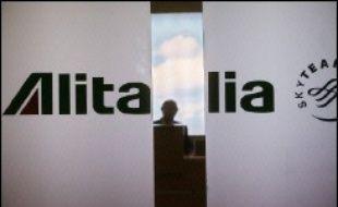Incapable d'endiguer ses pertes (167 millions d'euros en 2005), Alitalia a renoncé à ramener ses comptes à l'équilibre cette année et pourrait même perdre 300 millions d'euros, selon un document interne cité par la presse.