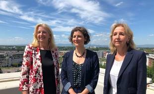 Pia Imbs (G), en compagnie de la maire de Strasbourg, Jeanne Barseghian (C) et Danielle Dambach, maire de Schiltigheim.