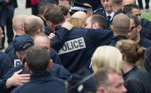 Cérémonie d'hommage national dans la cour d'honneur de la préfecture des Yvelines à Versailles, le 17 juin 2016, quatre jours après l'assassinat du couple de policiers tués à leur domicile par un djihadiste affilié à Daesh.