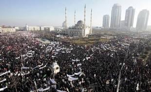 Des milliers de personnes manifestent à Grozny contre la publication de caricatures du prophète Mahomet dans Charlie Hebdo, le 19 janvier 2015