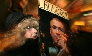 L'ex-milliardaire russe Mikhaïl Khodorkovski, arrêté en 2003, fête mercredi en détention ses 50 ans sans croire vraiment à une libération, alors que les médias évoquent un nouveau procès contre cet ancien oligarque qui avait financé l'opposition.
