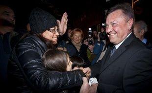 Le populaire maire centre-gauche de Ljubljana, le millionnaire Zoran Jankovic, a remporté l'élection législative anticipée en Slovénie, pays membre de la zone euro, un coup de théâtre alors que les conservateurs étaient donnés largement gagnants, a annoncé dans la nuit la Commission électorale.