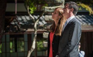 Anne Gravoin et son époux Manuel Valls, Premier ministre, le 3 octobre 2015 à Kyoto au Japon.