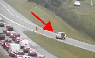 Un automobiliste fou roule à contresens sur la route - Le Rewind
