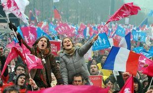 Les opposants au mariage homosexuel descendent encore une fois dans la rue dimanche à Paris pour une manifestation sous haute surveillance, les autorités redoutant des débordements d'éléments extrémistes.