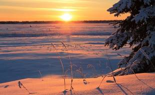 Coucher de soleil pendant  le solstice d'hiver en Alaska.