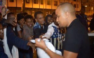 Malik Diallo en plein distribution