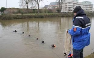 Les plongeurs ont sondé la Vilaine le long de la promenade des Bonnets Rouges.