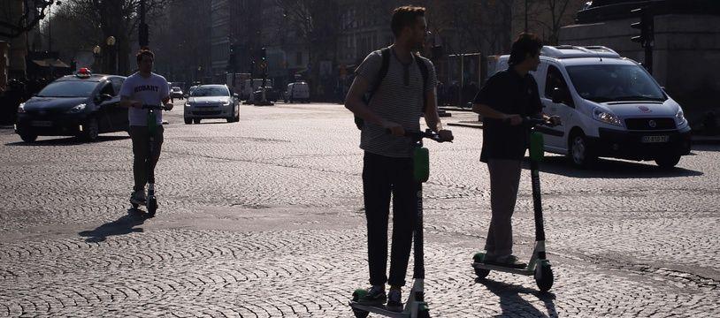 Les trottinettes sont désormais interdites de stationnement sur les trottoirs parisiens