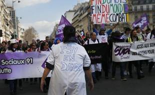 Une manifestation contre le pouvoir d'achat et la défense du service public, le 19 mars 2019, à Paris.