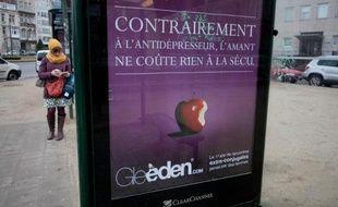 Une publicité pour Gleeden, un site de rencontre entre personnes mariées, dans une rue de Bruxelles le 24 février 2012