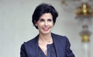 La ministre de la Justice, Rachida Dati, a donné naissance vendredi à une fille, prénommée Zohra, dans une clinique de la région parisienne.