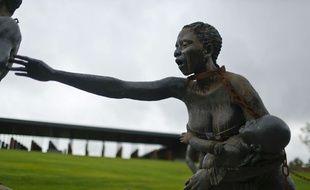 Une des statues installés au Mémorial national pour la paix et la justice, à Montgomery dans l'Alabama, inauguré jeudi 26 avril 2018 aux États-Unis.