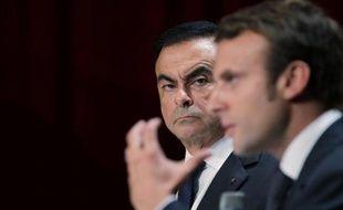 Le PDG de Renault Carlos Ghosn (g) et le ministre de l'Economie Emmanuel Macron, le 30 septembre 2014 à Sandouville (Haute-Normandie)