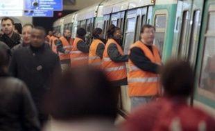 Les différents réseaux de transports publics connaissaient des perturbations mais n'étaient pas paralysés pour la première grande mobilisation sociale depuis le déclenchement de la crise.
