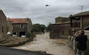 A Vilegailhenc, dans l'Aude, un pont a été détruit par les inondations.