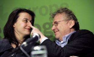"""Le député écologiste européen Daniel Cohn-Bendit livre dans un entretien à paraître vendredi dans Libération un réquisitoire très dur contre Europe Ecologie-Les Verts, dont """"l'image est devenue détestable"""", et contre la """"chef de clan"""" Cécile Duflot, tout en menaçant de quitter EELV."""