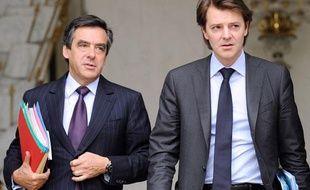 Le Premier ministre François Fillon et le ministre du Budget, François Baroin à l'Elysée le 9 juin 2010.