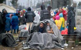Des migrants à la frontière gréco-macédonienne le 24 février 2016