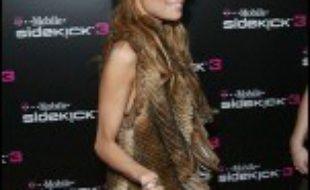 """La jeune starlette Nicole Richie, à la """"une"""" ces derniers mois de la presse magazine américaine pour son extrême maigreur, n'est pas anorexique et se soigne pour réussir à grossir, a annoncé vendredi sa porte-parole."""